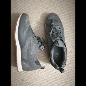 New Women's Sneaker